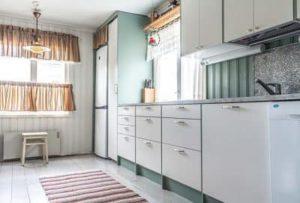 Uusittu-vanhan-talon-keittiö